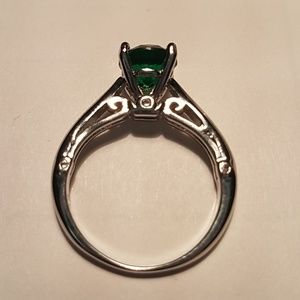 Jewelry - Emerald green ring sterling silver topaz stone